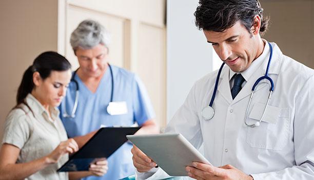 doctor using ipads hospital